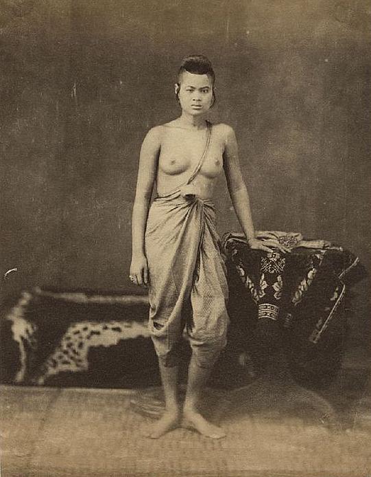 Thai topless girl