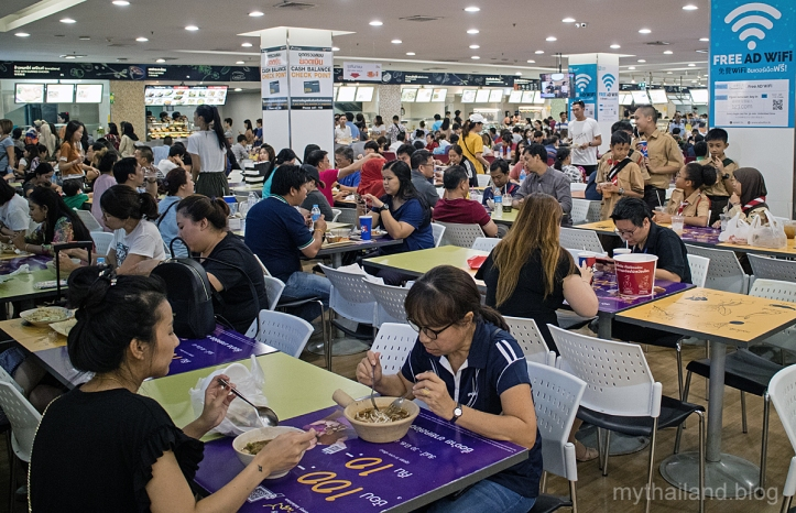 The food court at Platinum Fashion Mall